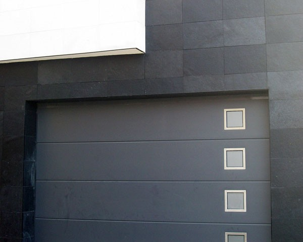 Puerta de garaje moderna