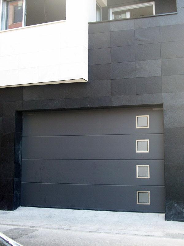 Modelos de puertas de garaje awesome puertas abatibles ue for Fachadas de garajes modernos