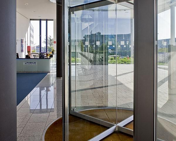 puerta giratoria cristal