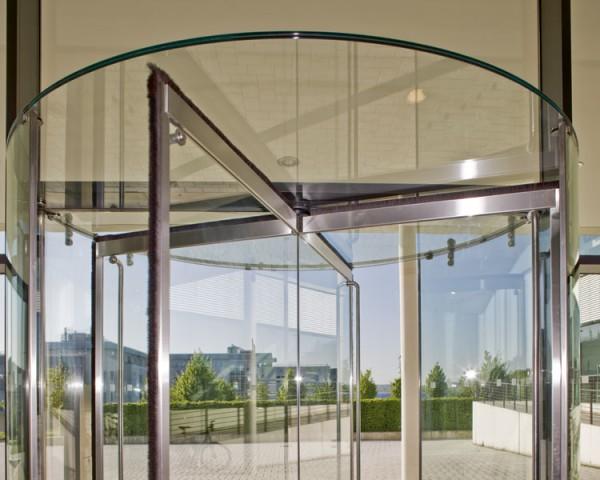 puerta giratoria elegante
