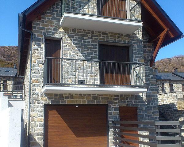 Puerta de garaje pirineo