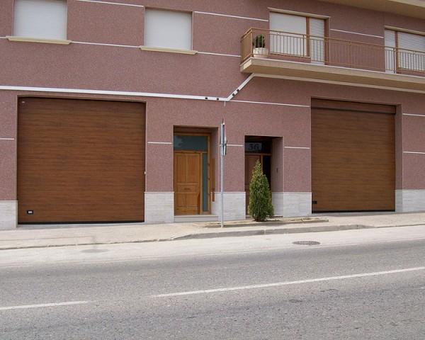 Puertaseccional imitacion madera