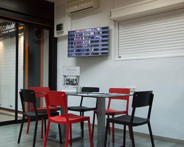 exposicion-mesa-sillas