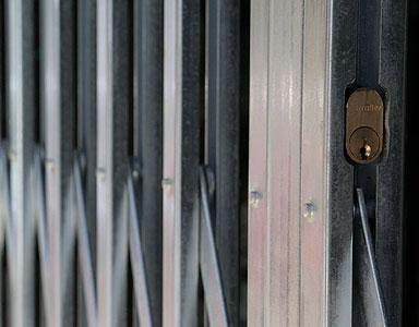 Puertas extensibles, ballestas